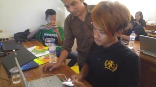 PELATIHAN SERVICE HP DINAS SOSIAL KOTA SURABAYA BARENG ANAK JALANAN (53)